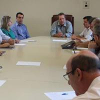 Em sua primeira reunião, Wagão e Chico apresentam a nova equipe de Governo