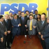 Líderes do PSDB entregam documento para eventual governo Temer