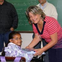 Governo de Leme entrega kits escolares aos alunos do ensino fundamental da Rede Municipal