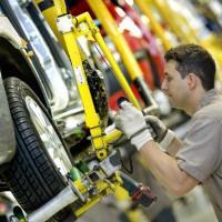 Em dois anos, setor automotivo corta 200 mil funcionários