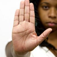 Luiza Brunet não é a única; saiba como denunciar violência contra a mulher